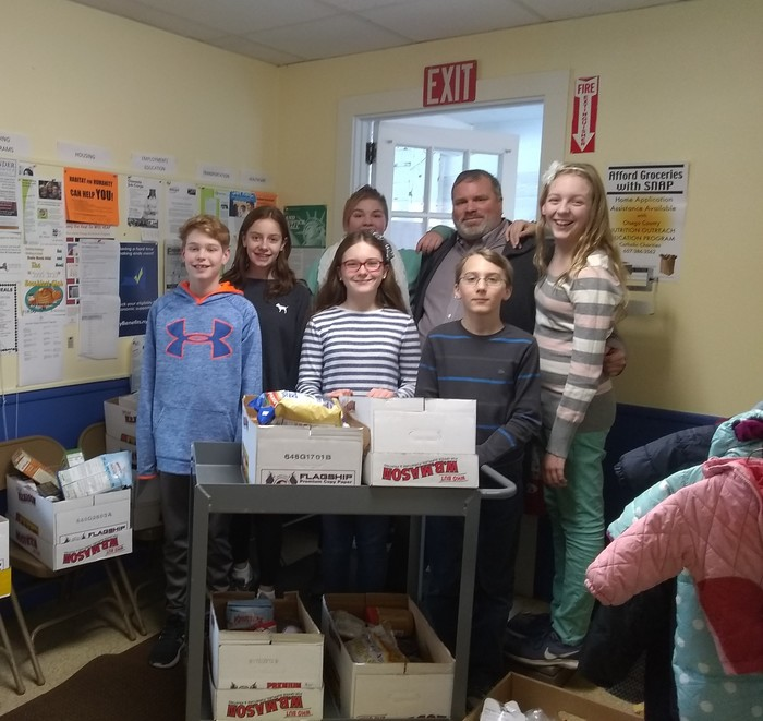 Students with food drive donations